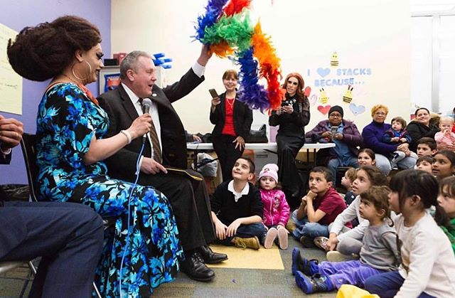 Organize Your Own Drag Queen Story Hour – Drag Queen Story Hour